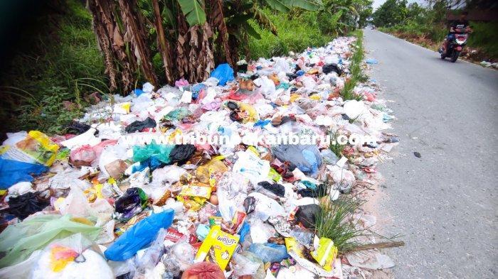 FOTO: Tumpukan Sampah di Jalan Kapau Sari Ujung Pekanbaru Makin Parah - foto_tumpukan_sampah_di_jalan_kapau_sari_ujung_pekanbaru_makin_parah_2.jpg