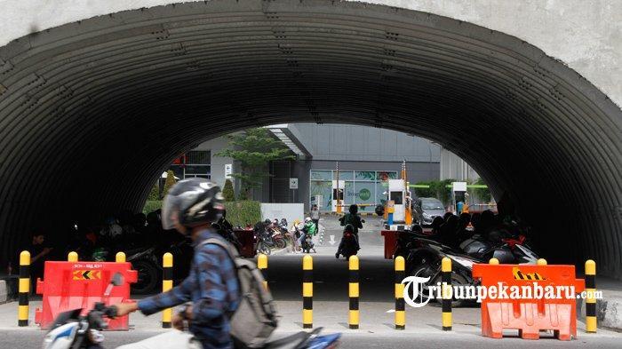 FOTO: U Turn di Bawah Flyover Simpang SKA Pekanbaru Dipasang Tiang Pembatas - foto_u_turn_di_bawah_flyover_simpang_ska_pekanbaru_dipasang_tiang_pembatas_1.jpg