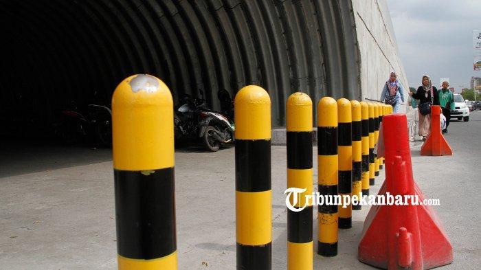 FOTO: U Turn di Bawah Flyover Simpang SKA Pekanbaru Dipasang Tiang Pembatas - foto_u_turn_di_bawah_flyover_simpang_ska_pekanbaru_dipasang_tiang_pembatas_2.jpg