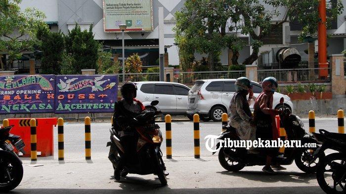 FOTO: U Turn di Bawah Flyover Simpang SKA Pekanbaru Dipasang Tiang Pembatas - foto_u_turn_di_bawah_flyover_simpang_ska_pekanbaru_dipasang_tiang_pembatas_3.jpg
