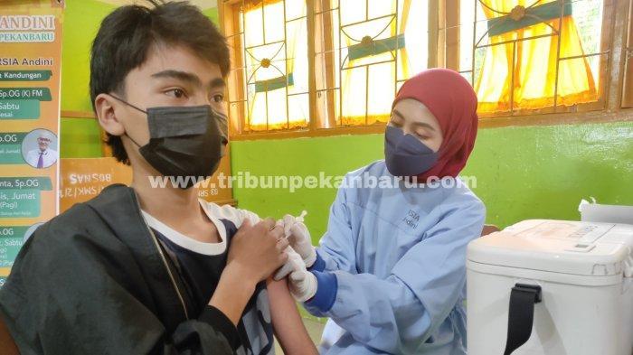 FOTO: Vaksinasi Bagi Guru dan Siswa SMK Swasta di Pekanbaru - foto_vaksinasi_bagi_guru_dan_siswa_smk_swasta_di_pekanbaru_2.jpg
