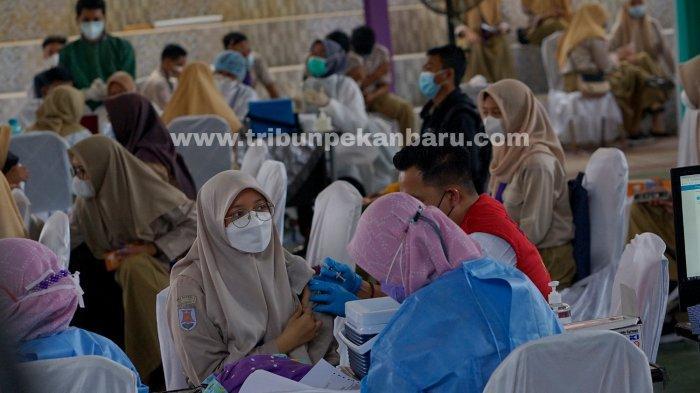 FOTO: Vaksinasi Vaksin Covid-19 Bagi Pelajar di Pekanbaru - foto_vaksinasi_bagi_pelajar_di_pekanbaru_1.jpg
