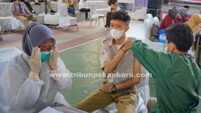 FOTO: Vaksinasi Vaksin Covid-19 Bagi Pelajar di Pekanbaru - foto_vaksinasi_bagi_pelajar_di_pekanbaru_2.jpg