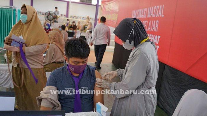 FOTO: Vaksinasi Vaksin Covid-19 Bagi Pelajar di Pekanbaru - foto_vaksinasi_bagi_pelajar_di_pekanbaru_3.jpg