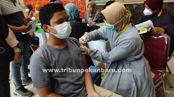 FOTO: Vaksinasi Covid-19 Bagi Anak-anak di Pekanbaru - foto_vaksinasi_covid-19_bagi_anak-anak_di_pekanbaru_2.jpg