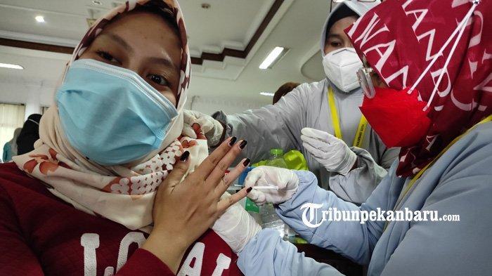 FOTO: Vaksinasi Covid-19 Bagi ASN di Lingkungan Pemerintah Kota Pekanbaru - foto_vaksinasi_covid-19_bagi_asn_di_lingkungan_pemerintah_kota_pekanbaru_1.jpg