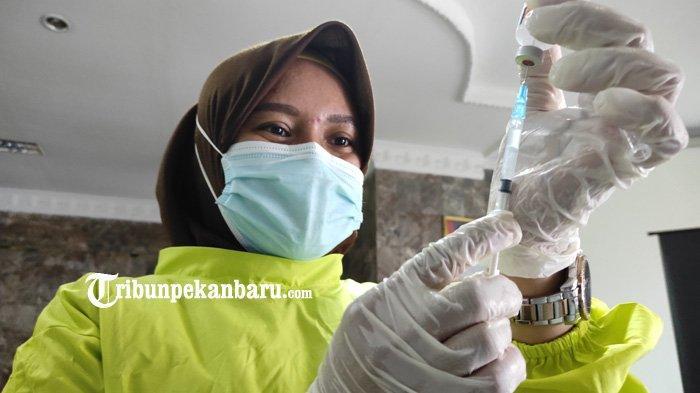 Gubernur Riau Syamsuar Sebut Warga Takut Ikut Vaksinasi Covid-19 di Riau, Buntutnya Realisasi Rendah