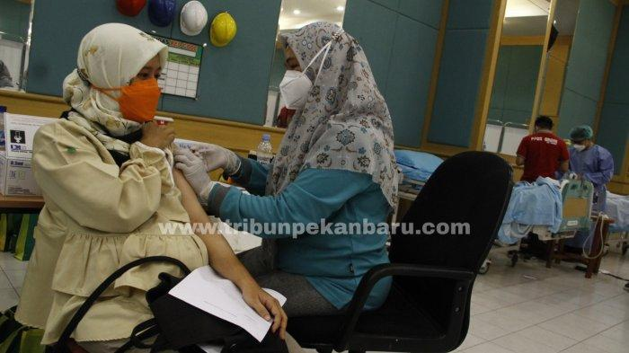FOTO: Vaksinasi Covid-19 Bagi Ibu Hamil di Pekanbaru - foto_vaksinasi_covid-19_bagi_ibu_hamil_di_pekanbaru_1jpg.jpg