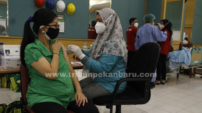 FOTO: Vaksinasi Covid-19 Bagi Ibu Hamil di Pekanbaru - foto_vaksinasi_covid-19_bagi_ibu_hamil_di_pekanbaru_2.jpg