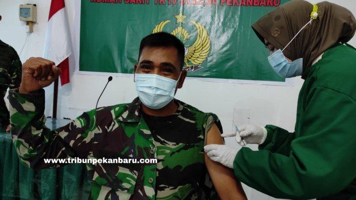 FOTO: Vaksinasi Covid-19 Prajurit TNI di Pekanbaru - foto_vaksinasi_covid-19_prajurit_tni_di_pekanbaru_1.jpg
