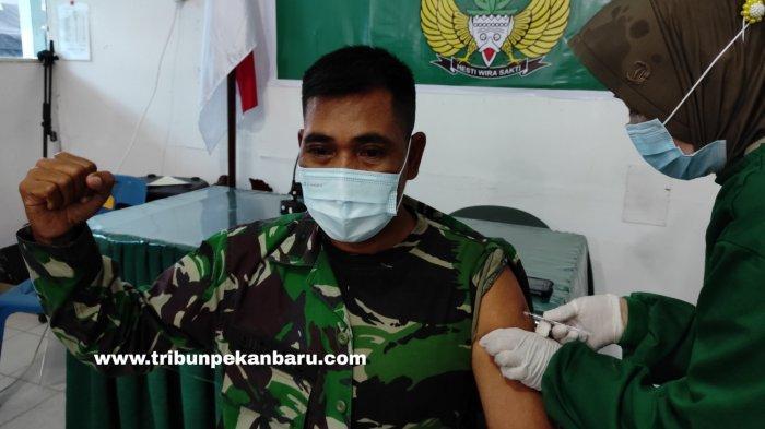 FOTO: Vaksinasi Covid-19 Prajurit TNI di Pekanbaru - foto_vaksinasi_covid-19_prajurit_tni_di_pekanbaru_2.jpg