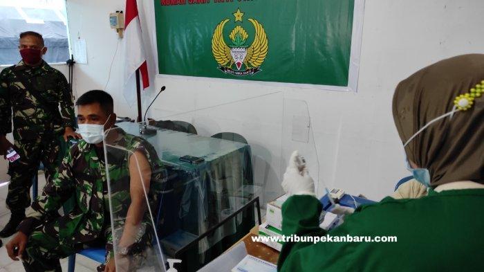 FOTO: Vaksinasi Covid-19 Prajurit TNI di Pekanbaru - foto_vaksinasi_covid-19_prajurit_tni_di_pekanbaru_3.jpg