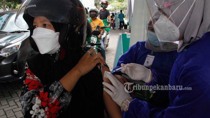 FOTO: Vaksinasi Covid-19 Secara Drive Thru di RS Awal Bros Pekanbaru - foto_vaksinasi_covid-19_secara_drive_thru_di_rs_awal_bros_pekanbaru_3.jpg