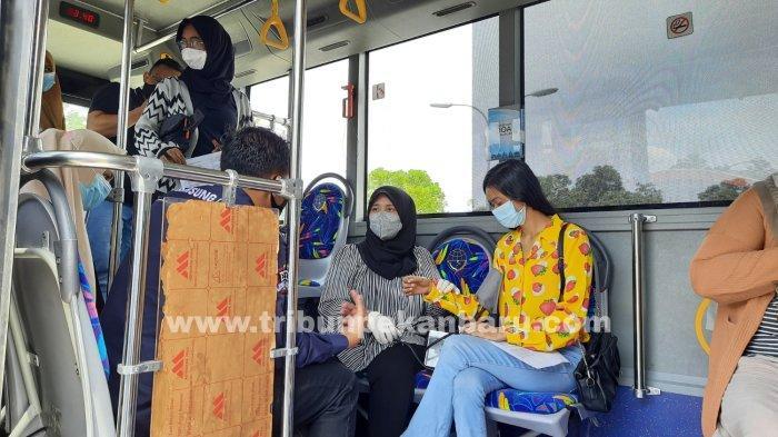 FOTO: Vaksinasi dalam Bus Vaksin Covid-19 di RSD Madani Pekanbaru - foto_vaksinasi_dalam_bus_vaksin_di_rsd_madani_pekanbaru_1.jpg