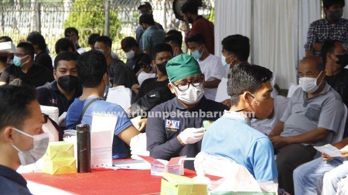 FOTO: Vaksinasi Massal di RS Bhayangkara Pekanbaru - foto_vaksinasi_massal_di_rs_bhayangkara_pekanbaru_1.jpg
