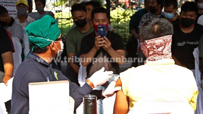 FOTO: Vaksinasi Massal di RS Bhayangkara Pekanbaru - foto_vaksinasi_massal_di_rs_bhayangkara_pekanbaru_2.jpg