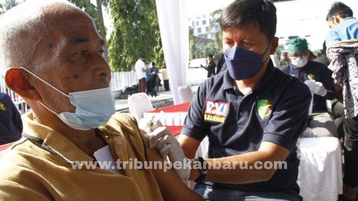 FOTO: Vaksinasi Massal di RS Bhayangkara Pekanbaru - foto_vaksinasi_massal_di_rs_bhayangkara_pekanbaru_3.jpg
