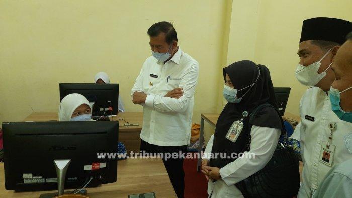 FOTO: Wali Kota Firdaus Tinjau SMP Madani Pekanbaru - foto_walikota_tinjau_smp_madani_pekanbaru_1.jpg