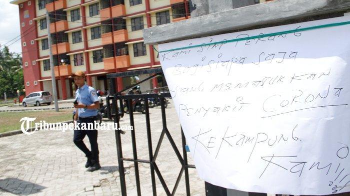 FOTO: Warga di Pekanbaru Tolak Rusunawa untuk Isolasi TKI dari Malaysia - foto_warga_di_pekanbaru_tolak_rusunawa_untuk_isolasi_tki_dari_malaysia_2.jpg
