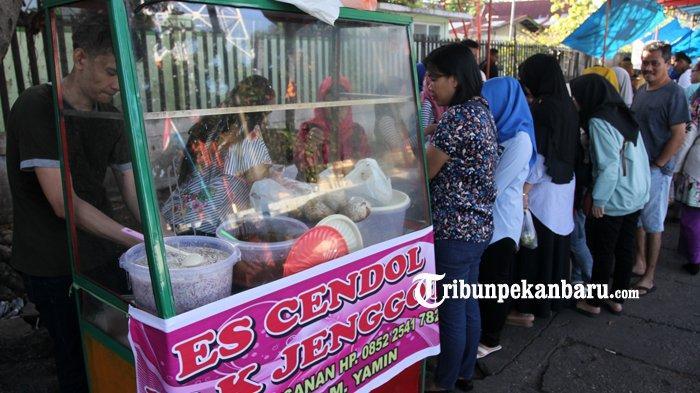FOTO: Warga Ramaikan Pasar Ramadan di Pekanbaru - foto_warga_ramaikan_pasar_ramadan_di_pekanbaru_2.jpg