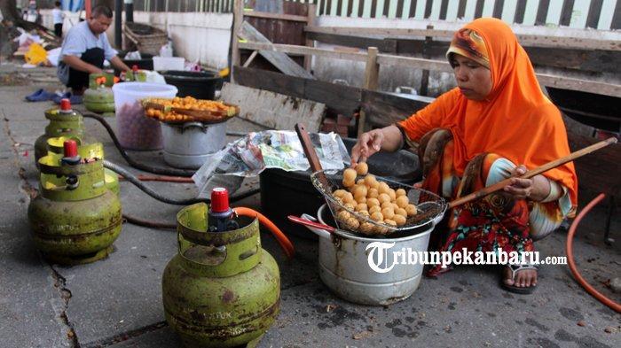 FOTO: Warga Ramaikan Pasar Ramadan di Pekanbaru - foto_warga_ramaikan_pasar_ramadan_di_pekanbaru_3.jpg