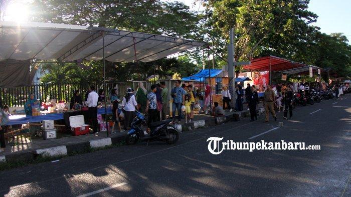 FOTO: Warga Ramaikan Pasar Ramadan di Pekanbaru - foto_warga_ramaikan_pasar_ramadan_di_pekanbaru_5.jpg