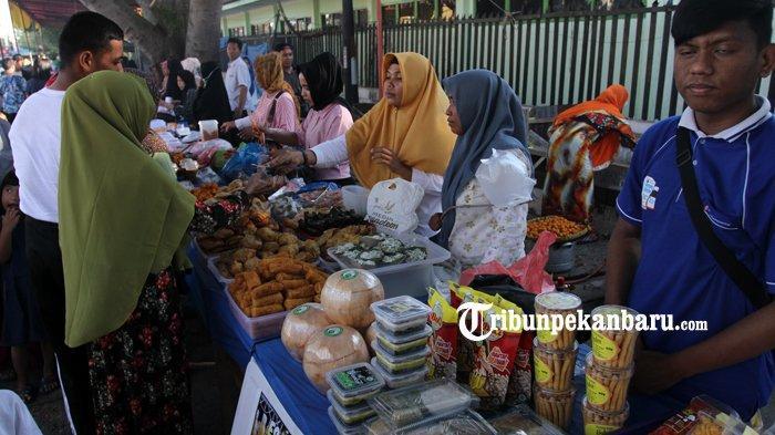 FOTO: Warga Ramaikan Pasar Ramadan di Pekanbaru - foto_warga_ramaikan_pasar_ramadan_di_pekanbaru_6.jpg