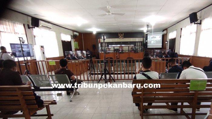 FOTO: Yan Prana Jaya Divonis 3 Tahun Penjara, Terbukti Korupsi Anggaran di Bappeda Siak - foto_yan_prana_jaya_divonis_3_tahun_penjara_terbukti_korupsi_anggaran_di_bappeda_siak_1.jpg