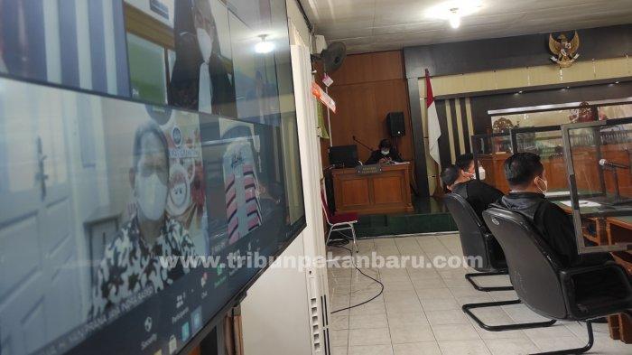 FOTO: Yan Prana Jaya Divonis 3 Tahun Penjara, Terbukti Korupsi Anggaran di Bappeda Siak - foto_yan_prana_jaya_divonis_3_tahun_penjara_terbukti_korupsi_anggaran_di_bappeda_siak_2.jpg