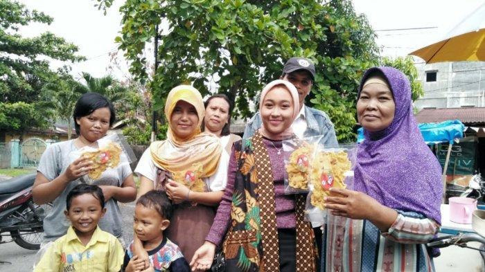 STORY - Gadis Asal Pekanbaru Sukses Kembangkan Usaha Rempeyek ke Berbagai Kota di Indonesia