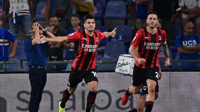Gelandang AC Milan Brahim Diaz (kiri) merayakan gol selama pertandingan sepak bola Serie A Italia antara Sampdoria dan AC Milan di stadion Luigi Ferraris di Genova pada 23 Agustus 2021.
