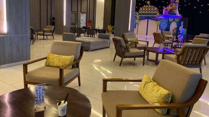 Gourmet yang berada pada lantai lobby ini menyajikan ragam menu mulai dari hidangan ringan hingga pilihan menu berat.