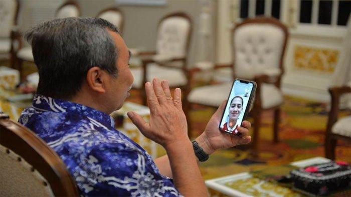Dihubungi Gubernur Riau Lewat Video Call, Ini yang Dikatakan Leani Ratri