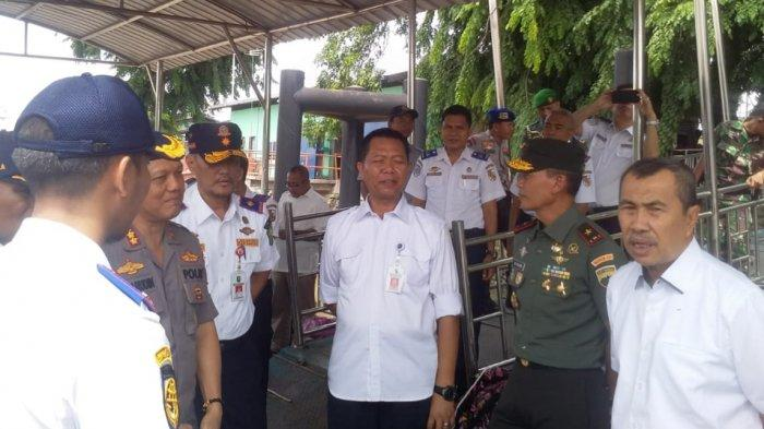 Gubernur Riau Meninjau Aktivitas Arus Mudik di Pelabuhan Sungai Duku Pekanbaru