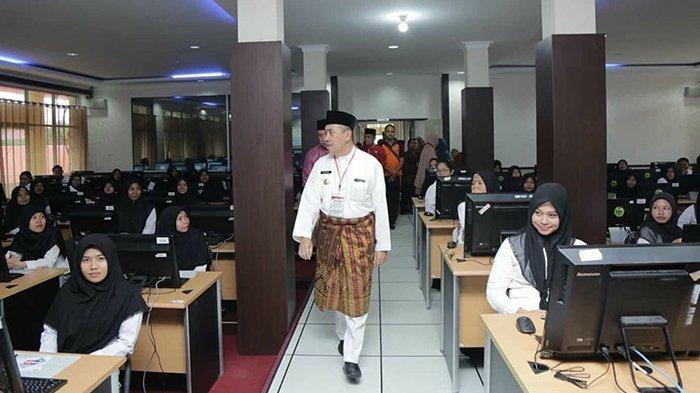 Gubernur Riau Syamsuar Semangati Peserta Tes CPNS 2019: Jangan Percaya Oknum yang Janjikan Kelulusan