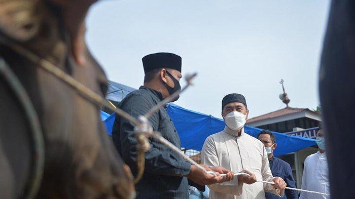 Berharap Pandemi Covid-19 Segera Berakhir, Gubernur Riau Salat Idul Adha di Rumah Dinas