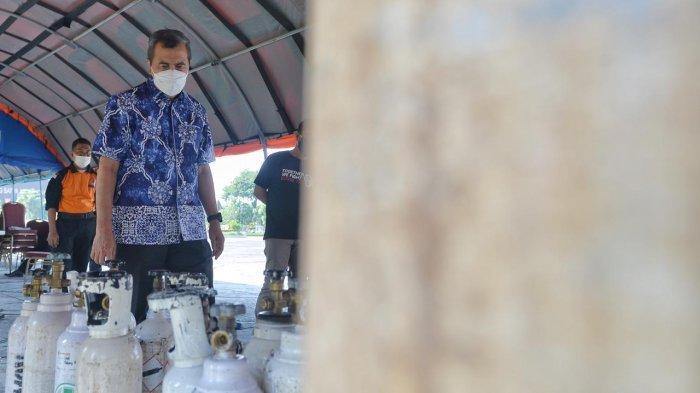 Bantu Rumah Sakit di Kota Pekanbaru, Gubri Tinjau Kegiatan Bongkar Muat Tabung Gas Oksigen
