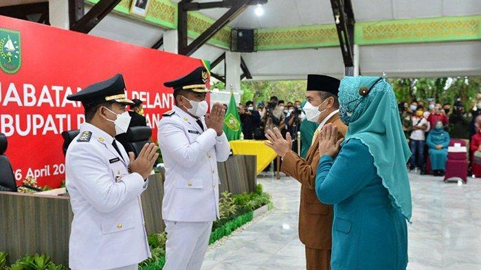 Mata Gubernur Riau Berkaca-kaca Saat Lantik Bupati Pelalawan, Kirim Doa untuk Korban Nanggala 402
