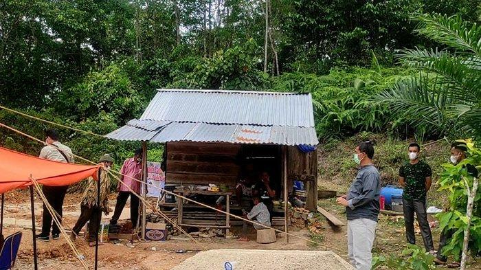 Kisah Burhan Tinggal di Gubuk Kecil Tapi Tak Masuk Penerima Bantuan RLH, Gubri Syamsuar Lakukan Ini