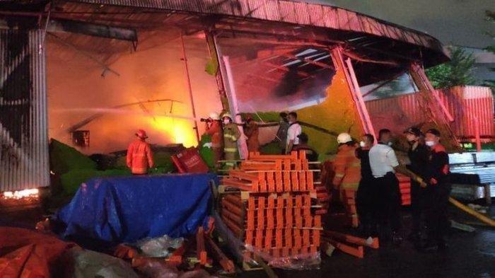 Gudang ekspedisi Shopee di Tanjung Priok terbakar pada Minggu (5/8/2021) malam.