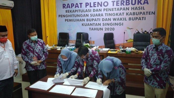 Pleno KPU Kuansing digelar di kantor KPU pada Rabu (17/12/2020)
