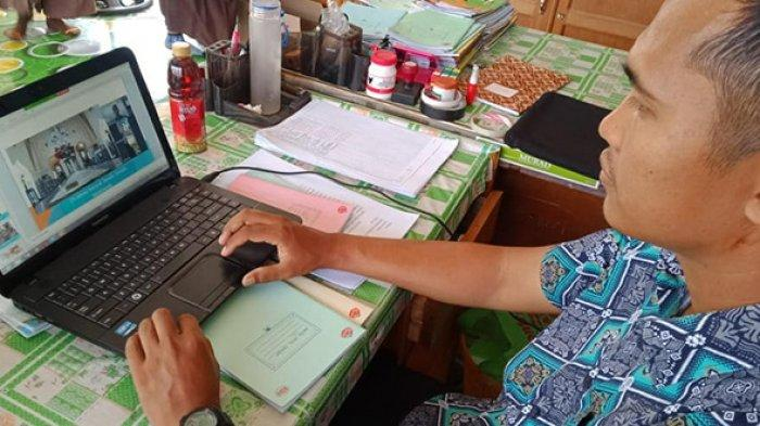 Guru MI Hubbul Wathan di Sungai Apit Membuat Big Book Digital untuk Muatan Lokal
