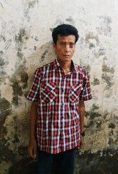 Otak pelaku berinisial HA saat diamankan Mapolsek Keritang. Dia menyewa pembunuh bayaran untuk menikam suami baru mantan istrinya.