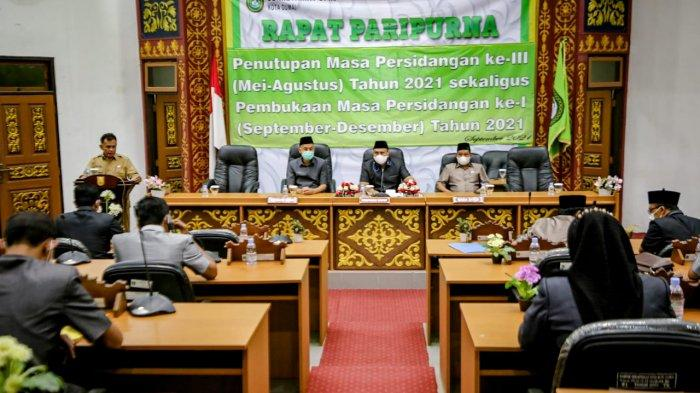 Walikota Dumai, H. Paisal, SKM, MARS menghadiri Rapat Paripurna bertempat di Ruang Rapat Paripurna lantai 2, Selasa