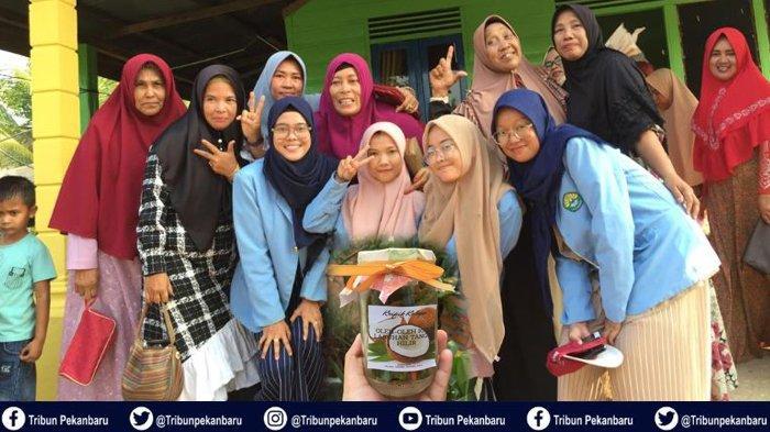 Hadirkan Kripik Kelapa, Mahasiswa Riau Berikan Ide Kreatif untuk Tumbuhnya Usaha Kecil dan Menengah
