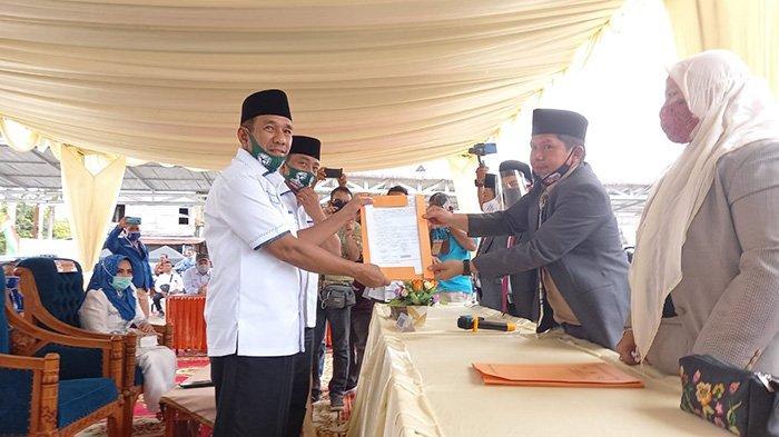 Diantar Pendukung, Hafith Syukri dan Erizal Berjalan Kaki Mendaftar ke KPU Rokan Hulu