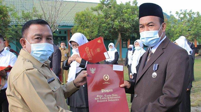 23 Pegawai Kemenag Rohul Riau Terima Penghargaan Satya Lancana di Peringatan Hari Amal Bhakti ke-75