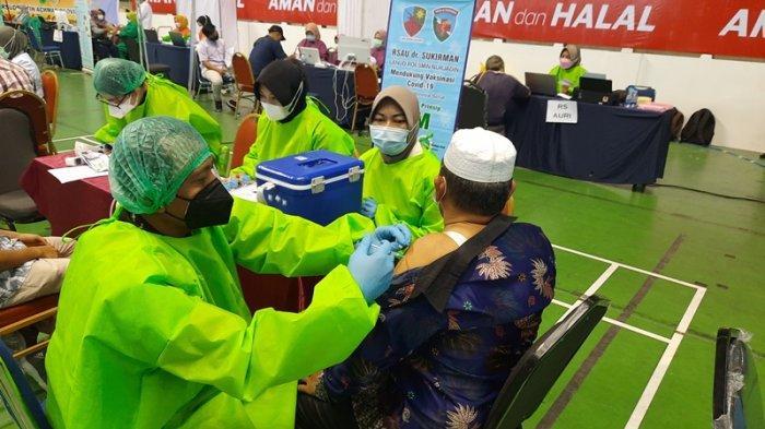 Hari Pertama Vaksinasi Massal di Pekanbaru, Baru Dua Ribu Orang Lebih Dapat Vaksin Covid-19