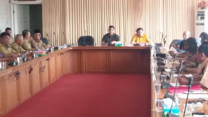 Komisi II Hearing Bersama PT SSS dan Lima KUD Terkait Tunggakan Pembayaran TBS