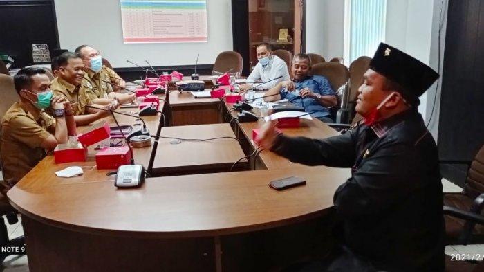 Suasana hearing Komisi IV DPRD Pekanbaru dengan Dinas Kesehatan dan Direktur RSUD Madani Pekanbaru, di ruang Komisi IV, Senin (15/2/2021).